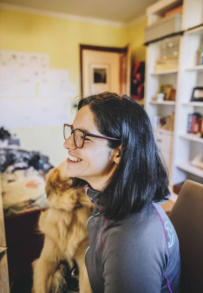 PAT Educadora canina en la oficina con su perro